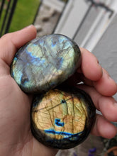 Load image into Gallery viewer, Labradorite Palm Stone