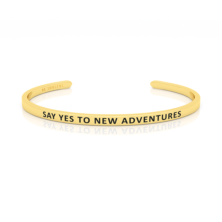 Say yes to new Adventures Armband mit Gravur Gold