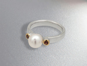 8mm cultured pearl w/ garnet