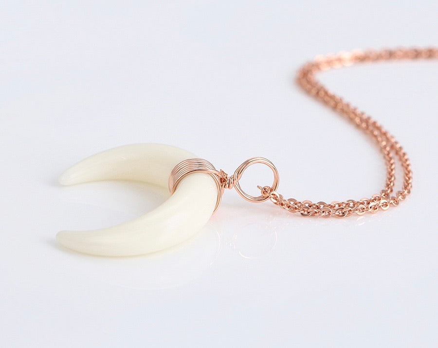 Rose Gold fashion Crescent Horn Necklace