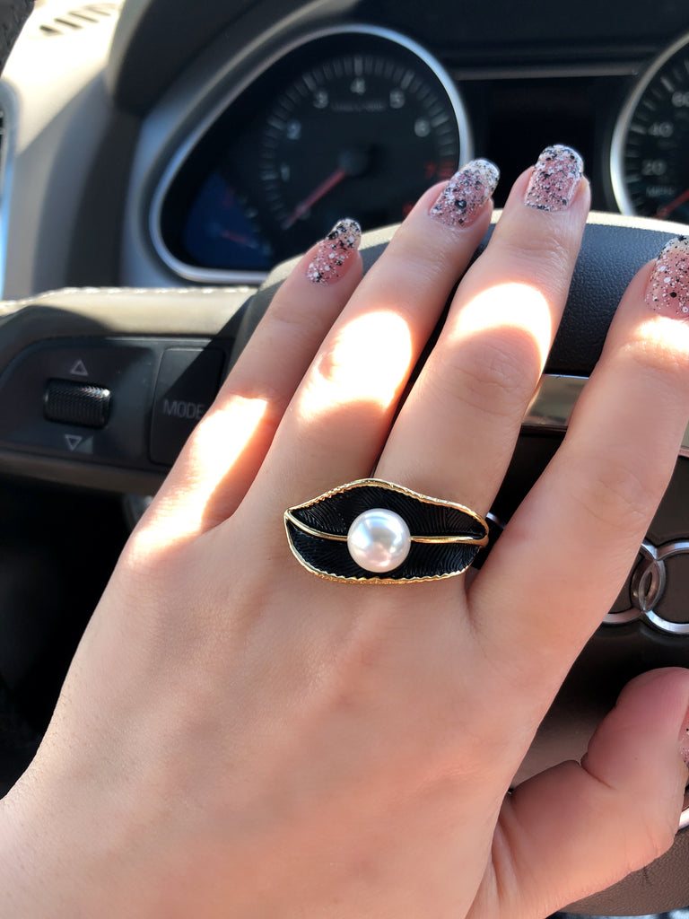 Black Leaf & Pearl Ring