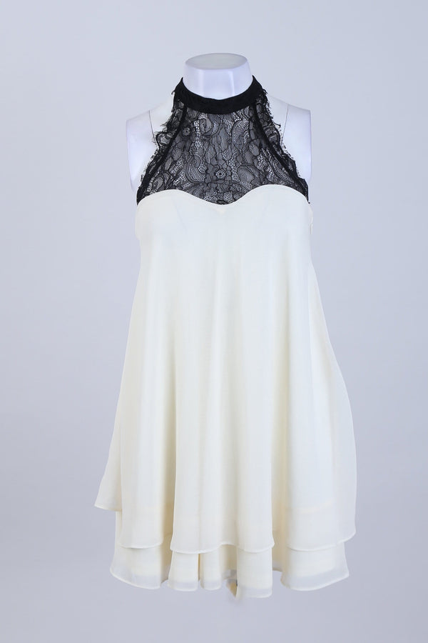 Halter Neck Lace Detailed Swing Top