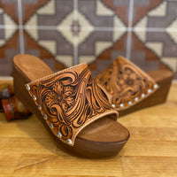 Tooled Slide Low Wedge