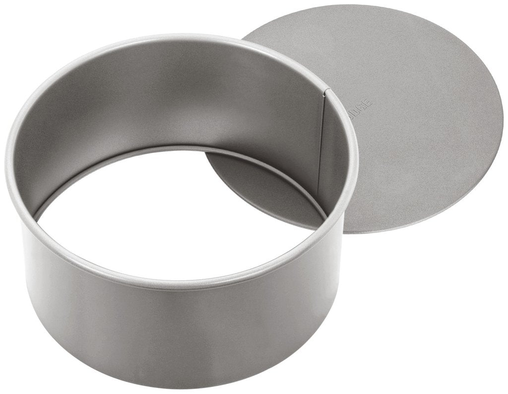 Judge Loose Base Round Tin 15cm