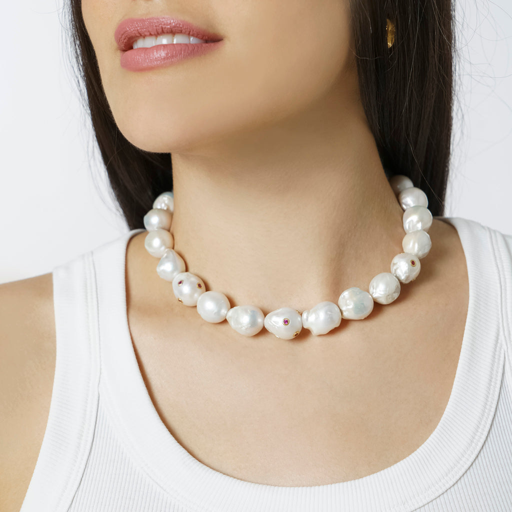 Trine Pearl Necklace