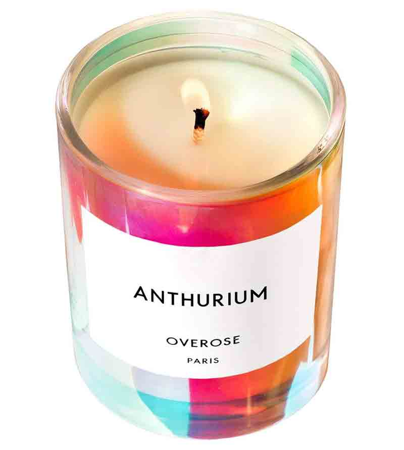 Overose Anthurium Holo iridescent scented candle features fragrance notes of Blackcurrant Berries, Rose Petals and Lychee Syrup.