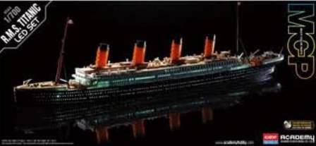 TITANIC MODEL 1/700 SCALE , WITH LED LIGHTS