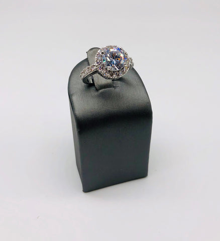 BEAUTIFUL CLEAR CZ RING