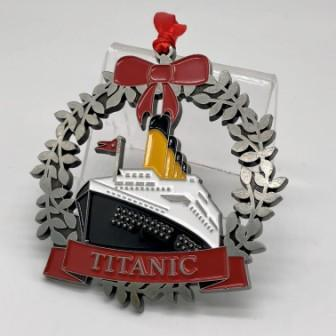 METAL HOLIDAY WREATH ORNAMENT WITH TITANIC IN FULL COLOR