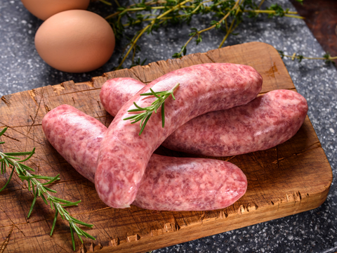 Alberta Grass Fed Lamb Bratwurst Sausage | 5 per pack - Cultivatr - Farm to Table