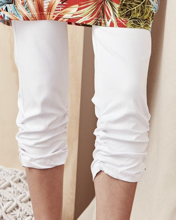 Lemon Tree Capri Pants - White