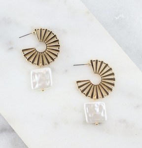 Kinder Post Cutout Earring With Square Pearl Drop Gold