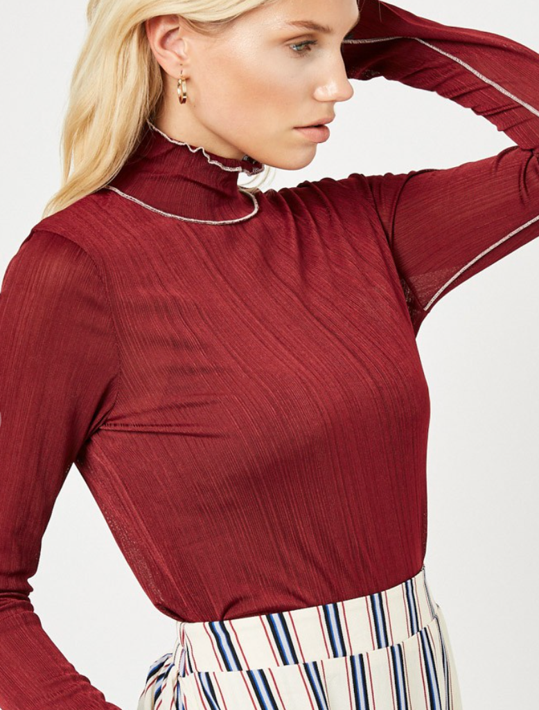 Ribbed Turtle Neck -Wine
