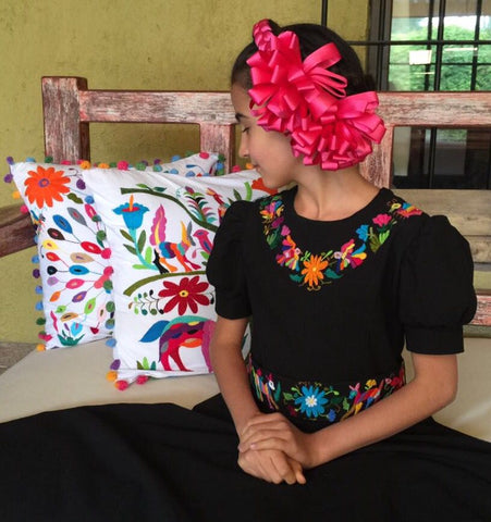 Coussins et robes Otomi traditionnel mexicain