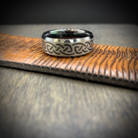 BLACK TUNGSTEN CARBIDE + CELTIC PATTERN BAND