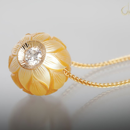 Galatea Golden Daisy Pearl Necklace
