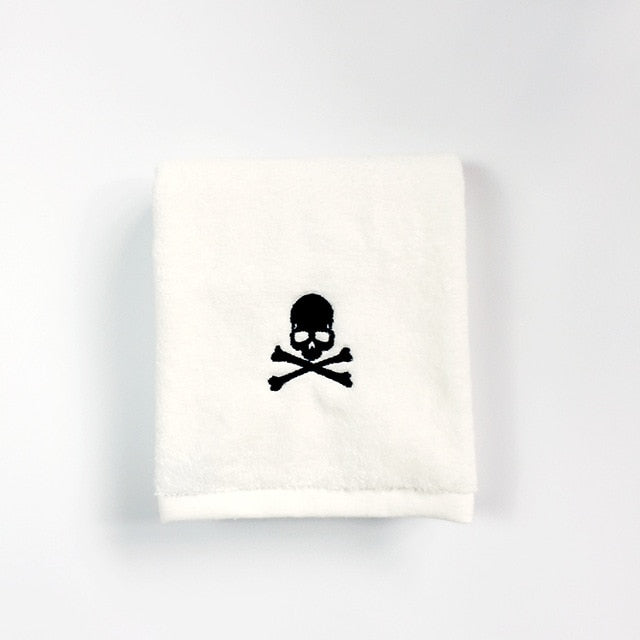 Skull Towel black / 84x34cm 150grams - Cradle Of Goth