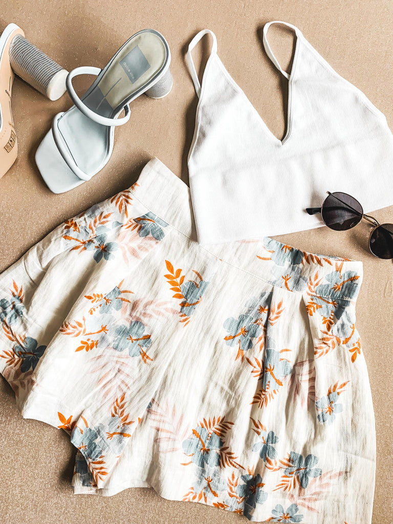 vacay style white floral shorts