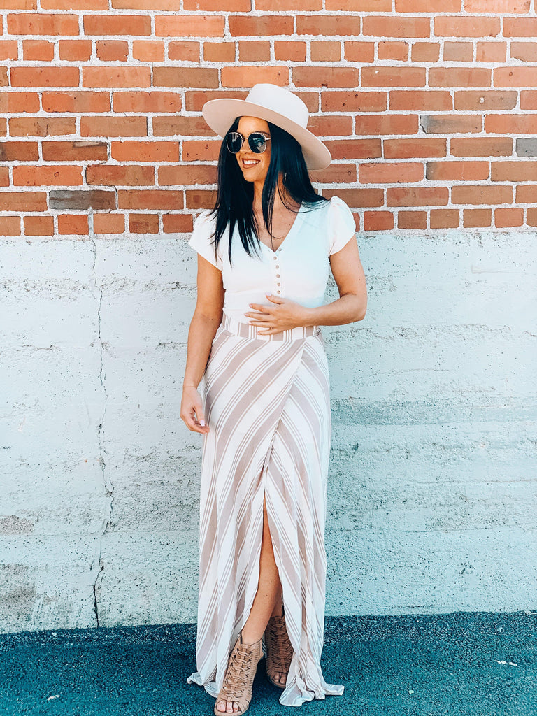 boho style outfit flowy skirt and hat