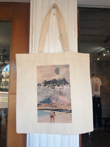 Walk on the beach tote bag