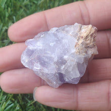 Load image into Gallery viewer, Rawpurple fluorite in hand