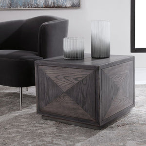 25384 Decor/Furniture & Rugs/Accent Tables