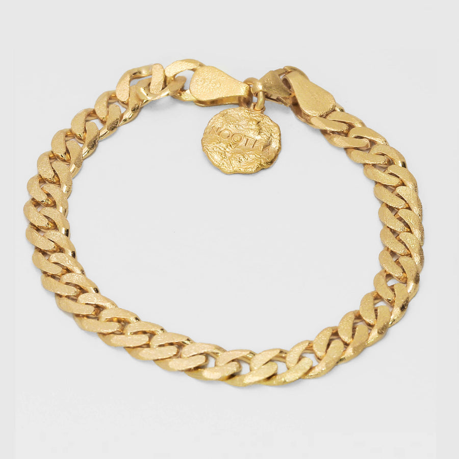 Link bracelet in gold with engraved Nootka logo
