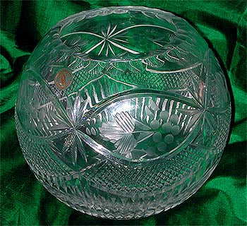 Beautiful Crystal Bowl Hand-Cut and Mouth-Blow