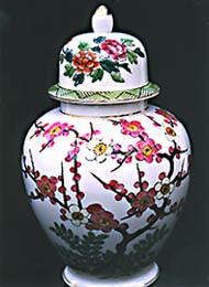 NORLEANS Embossed China Vase with Floral Dome