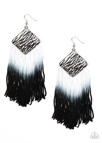 PAPARAZZI EARRINGS-DIP The Scales - Black
