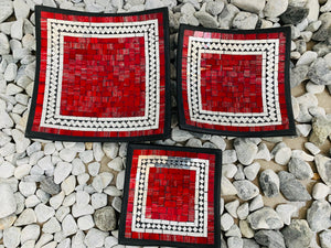 SQUARE MOSAIC PLATES SET 3 RED JELLY