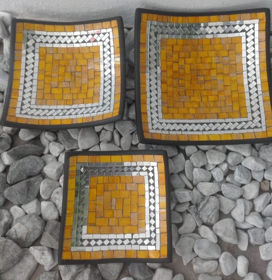 SQUARE PLATE SET OF 3 - YELLOW