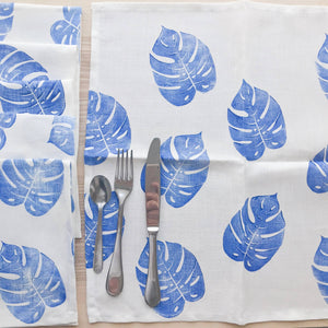 Serviette de table en lin - Imprimé de feuilles de Monstera bleues