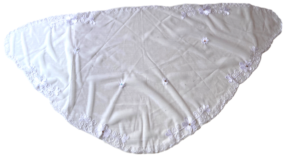 Devotional Sacrament Lace Veil Mass Head Coverings Mantilla Hand-Crafted Triangular Shape White Detailing White 3