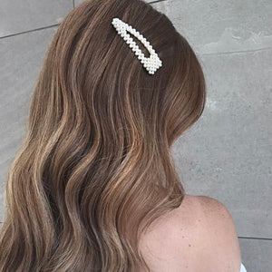 Accurate Rumor | Triangle Hair Clip with Pearls