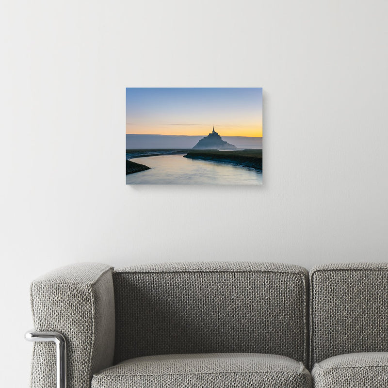 インテリア・フォトパネル「Le Mont-Saint-Michel at dawn, UNESCO World Heritage Site, Manche Department, Normandy, France, Europe」A4サイズの壁掛けイメージ画像(amana onlinestoreの額装商品画像)