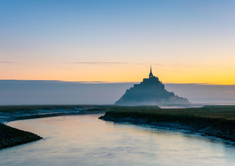 インテリア・フォトパネル「Le Mont-Saint-Michel at dawn, UNESCO World Heritage Site, Manche Department, Normandy, France, Europe」の画像(amana online storeの額装商品画像)