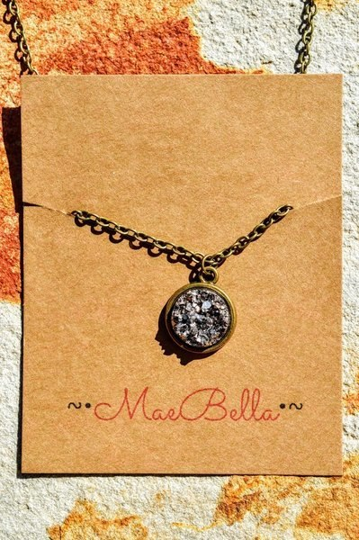 MaeBella Pendant Necklace (Silver)