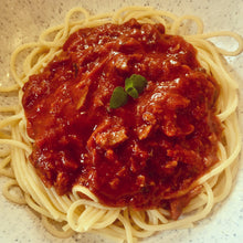 Load image into Gallery viewer, Spaghetti Bolognese with no moo in 'ere seitan mince