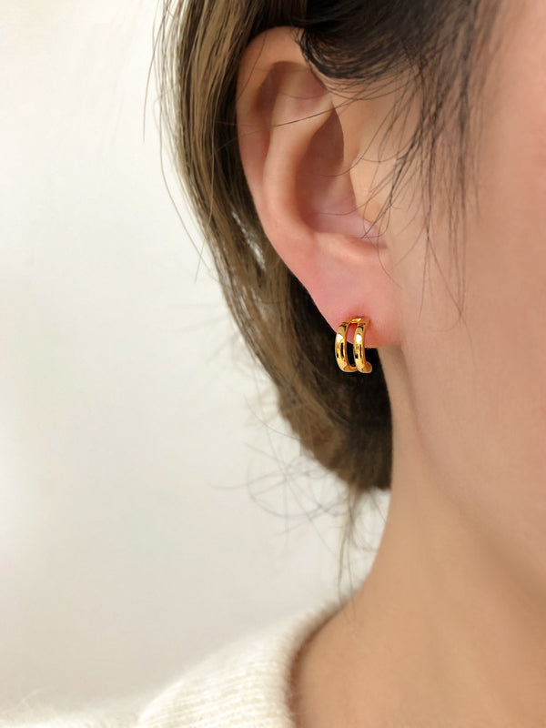 GOLD CLAW STUD EARRINGS