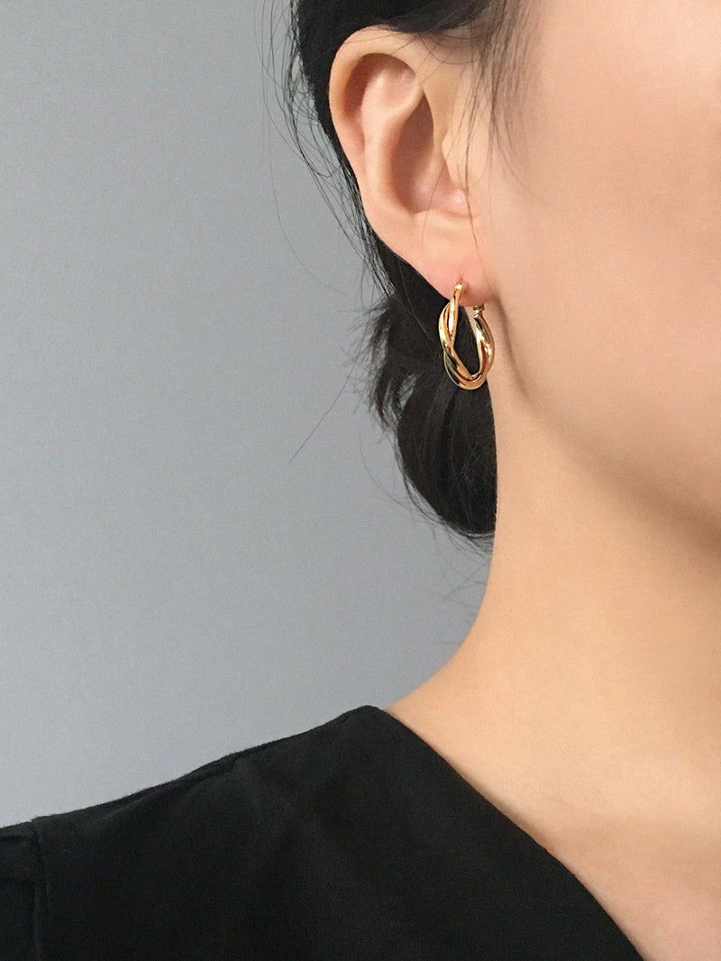 RELAXED BRAID GOLD HOOP EARRINGS