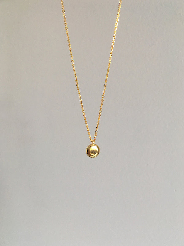 SMALL GOLD ROUND NECKLACE