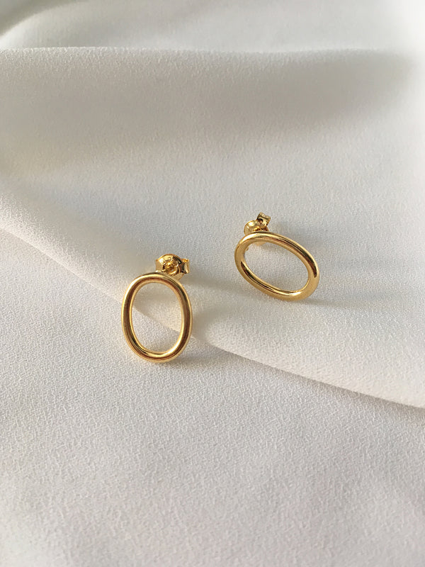 GOLD OVAL RIM EARRINGS