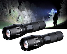 Indlæs billede til gallerivisning Military Flashlight