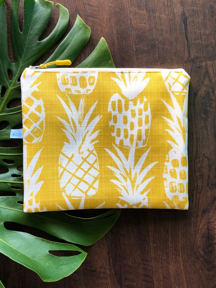 Oneloa Golden Pineapple Small Splashproof Bag
