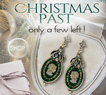 Emerald Green Glass Vintage Cameo Earrings   E2020