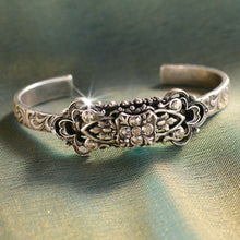 Load image into Gallery viewer, Victorian Trefoil Lucky Bracelet
