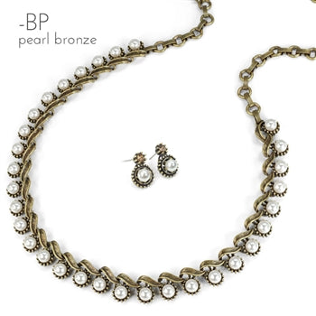 2137e0297a18 1950s Crystal Vogue Collar Necklace and Earrings Set – Sweet Romance ...