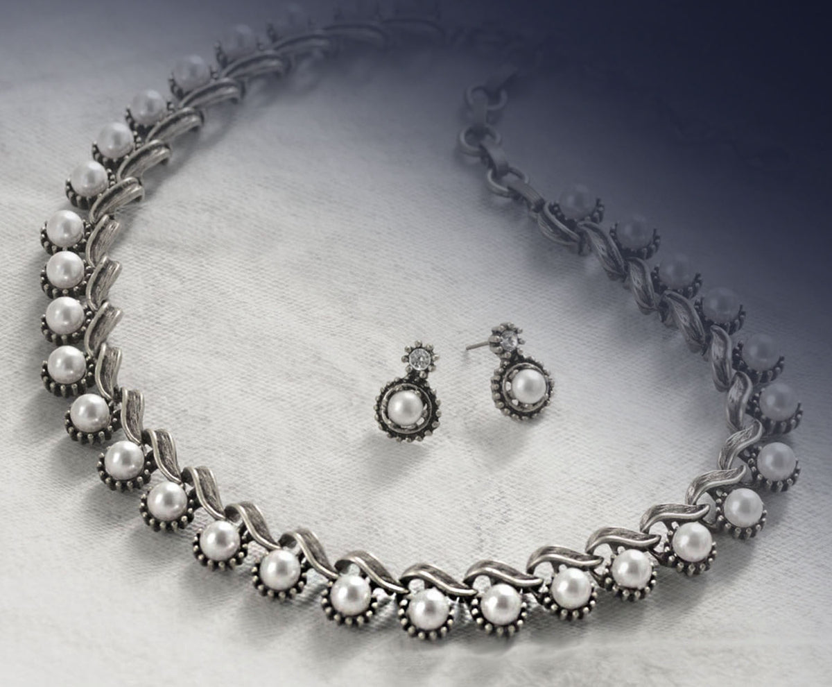 Iconic 1950s Collar Necklace