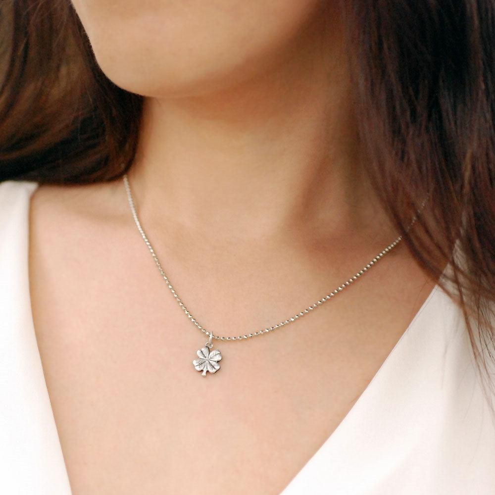 Tiny Clover Charm Necklace N1447
